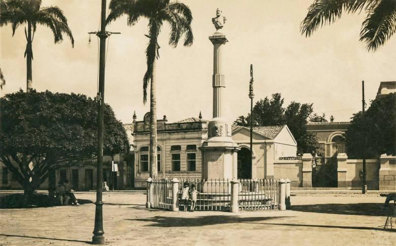 Praça D.Pedro II, provavelmente nos anos 40.