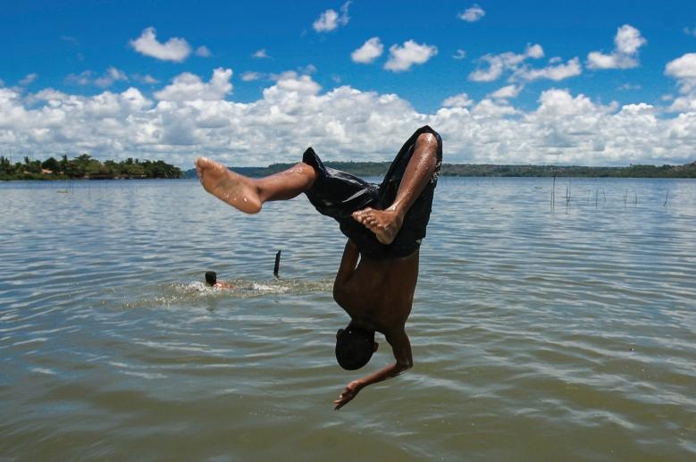 Blog.AquiAcolá - Marcelo Albuquerque -- Pulo na Lagoa Mundau (2)