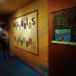 Exposição Histórias Bordadas (2013) - Coletivo Nós do Bordado | Galeria SESC Centro |CURADORIA-MONTAGEM